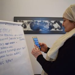 Women migrants and refugees learn how to be an activist